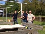 Sonnenschutz der Fallschirmspringer :: Das Team bei der Arbeit: (v.l.n.r.) Toni Pfundner, Walter Hodinka, Florian Richter, Luis Trummer
