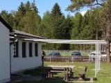 Sonnenschutz der Fallschirmspringer :: Die Aluminiumrohre dienten früher als Fahnenmasten