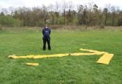 Hier geht's lang :: Ausbildungsleiter Ferdl beobachtet konzentriert einen Trainingssprung;