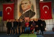 Sektionsausflug Fallschirm :: Staatsgründer Atatürk blickt streng auf die Besucher herab