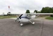 Cessna 172 :: Cessna 172 OE-DTT auf unserem Tankstellenplatz
