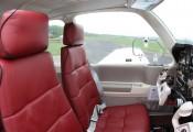 Beechcraft Bonanza :: Beech F-33 A OE-KRH Vordere Sitze