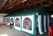 Mini-Werkstatt im Hangar :: Ein beheizbares Partyzelt erlaubt Wartungsarbeiten auch in der kalten Jahreszeit